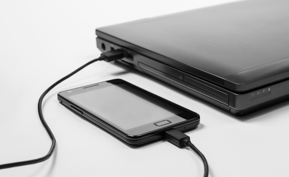Is it safe to charge your smartphone form a PC: possible dangers, advantages and disadvantages